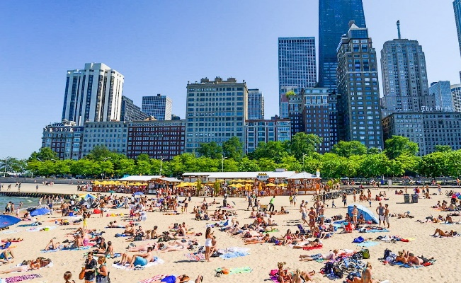 beach in Chicago during the summer