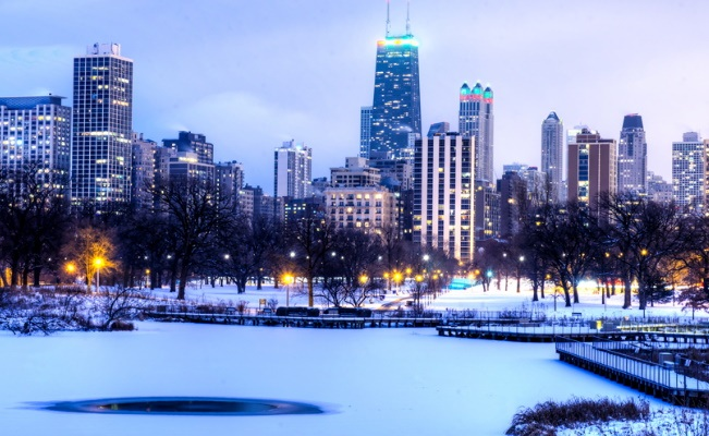 park in Chicago downtown in the winter